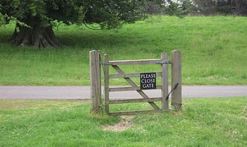 Sign says 'please close gate'