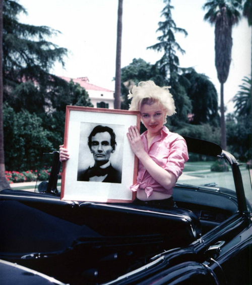 Marilyn Monroe holds a picture of Abraham Lincoln