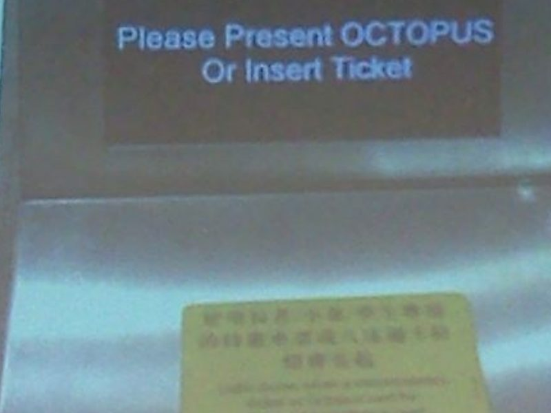 "Screen: ""Please present OCTOPUS or insert ticket"""