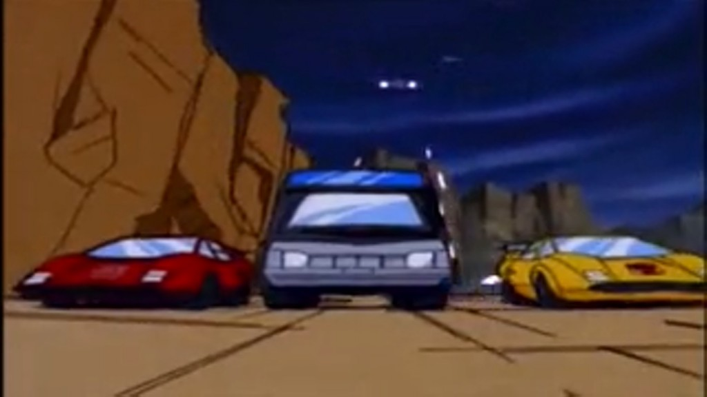 Sideswipe, Trailbreaker and Sunstreaker try to outrun the Decepticons