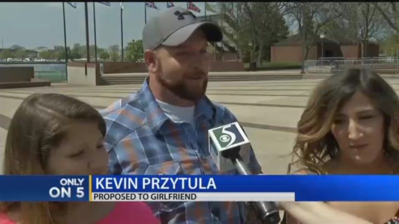 Kevin Przytula: Proposed To Girlfriend