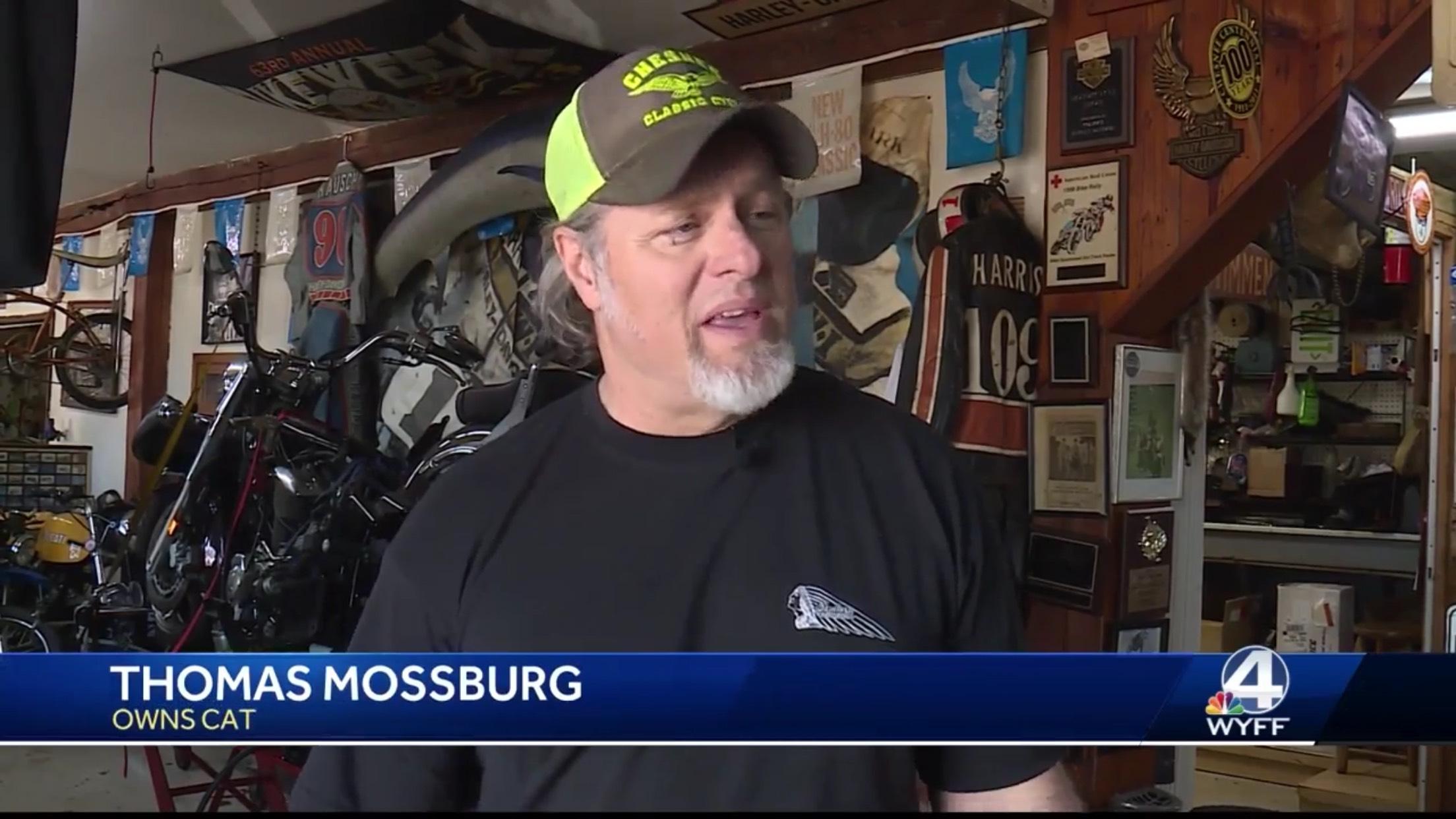 Thomas Mossburg: Owns Cat