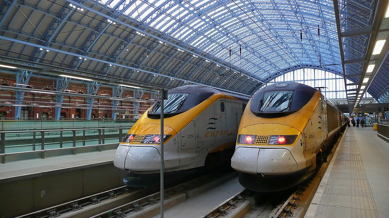 Eurostar Train (photo by Slices of Light via Flickr/Creative Commons https://flic.kr/p/6gQjEM)