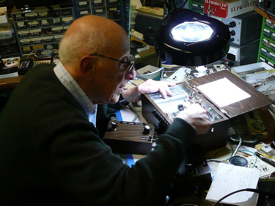 Ralph Baer working on a reproduction Brown Box in 2010. (By Rolenta - Own work, CC BY-SA 4.0, https://commons.wikimedia.org/w/index.php?curid=50427100)