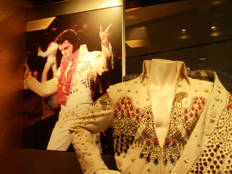 Elvis Presley jumpsuit (photo by Terry Ballard via Flickr/Creative Commons https://flic.kr/p/8eFHzn)
