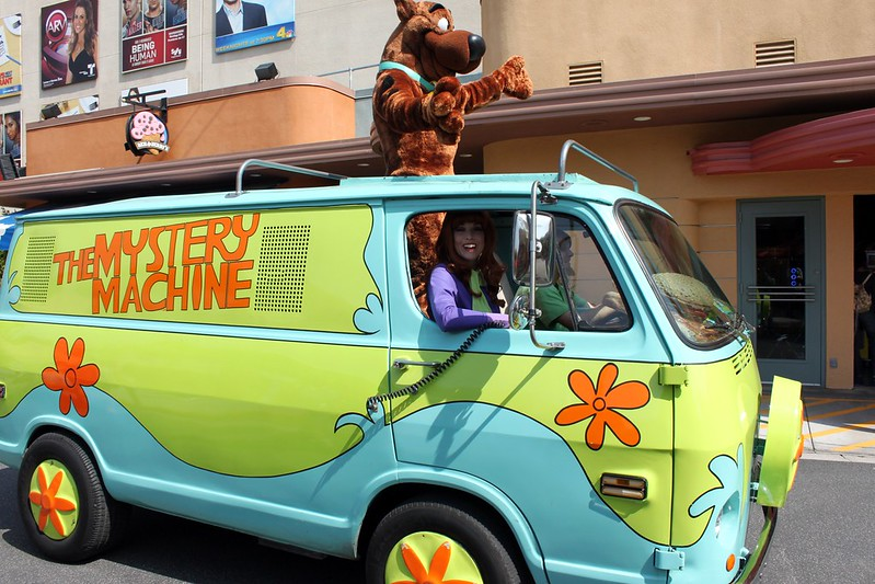 A real-life Mystery Machine with a Daphne and a Scooby-Doo (Photo by prayitnophotography via Flickr/Creative Commons https://flic.kr/p/9vZjGH)