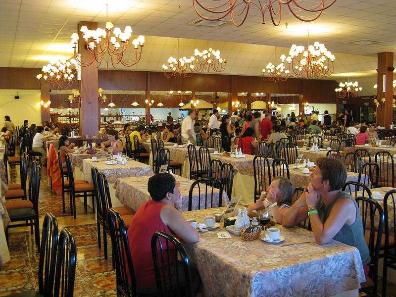 Restaurant (photo by Christian Córdova via Flickr/Creative Commons https://flic.kr/p/4owGkM)