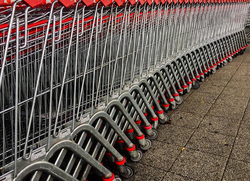 Shopping carts (photo by xoMEox via Flickr/Creative Commons https://flic.kr/p/24raHeD)