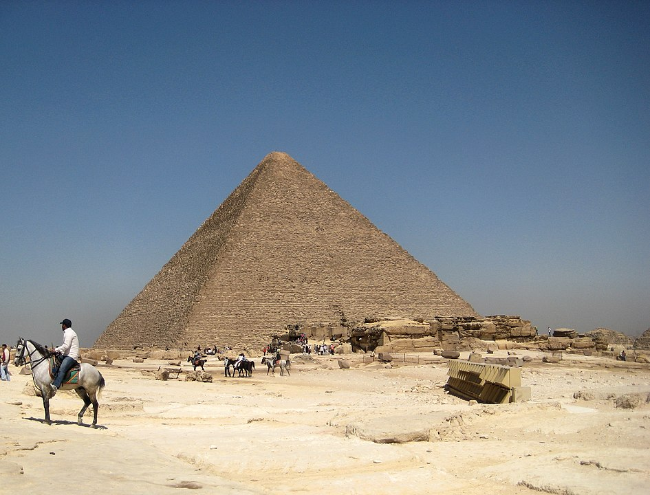 Great Pyramid. (By Francisco Anzola - Great Pyramid, CC BY 2.0, https://commons.wikimedia.org/w/index.php?curid=32183529)