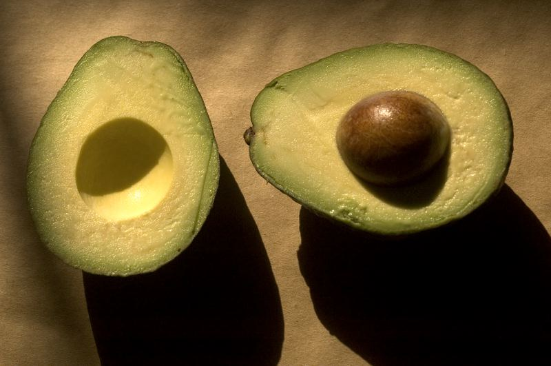 Avocado cut in half; the right half has the pit. (Photo by Elsa via Flickr/Creative Commons https://flic.kr/p/6CMhkJ)