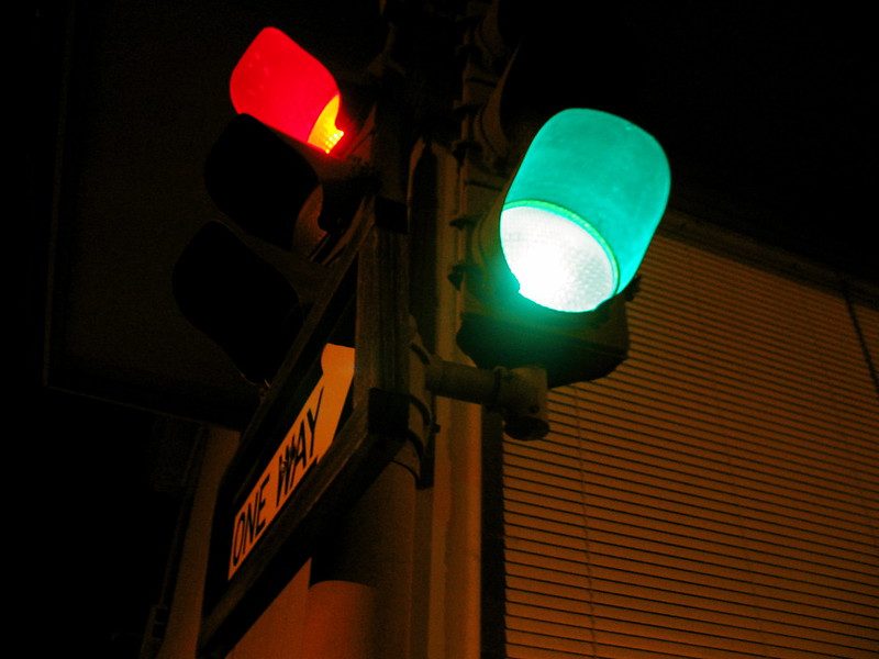 Stoplight. (Photo by Taber Andrew Bain via Flickr/CC https://flic.kr/p/3n74uH)