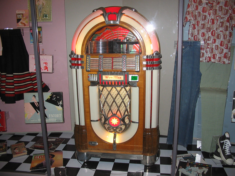 Wurlitzer jukebox at the Henry Ford Museum (photo by jodelli via Flickr/Creative Commons https://flic.kr/p/dyMJ7Y)
