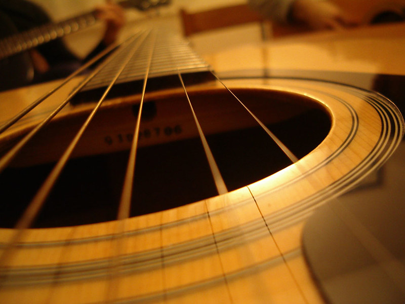 Guitar (photo by Michela Mongardi via Flickr/Creative Commons https://flic.kr/p/HoxP)