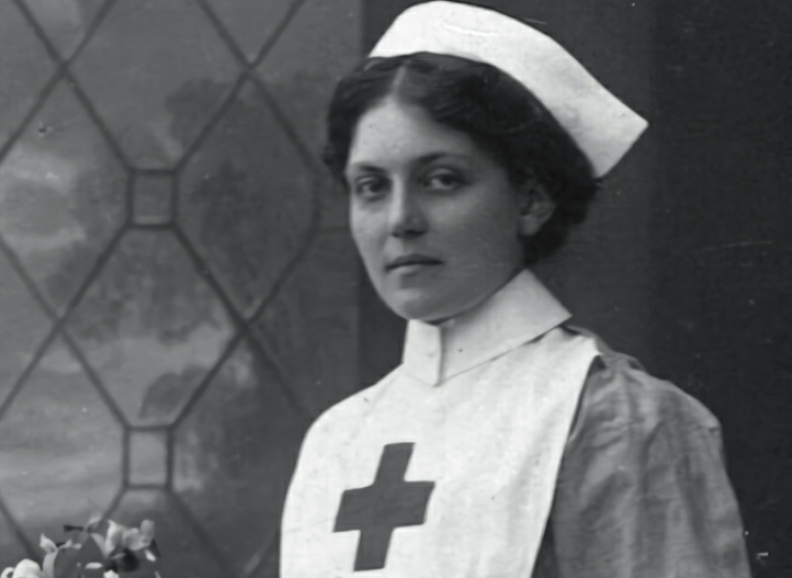 Violet Jessop in her Red Cross uniform.