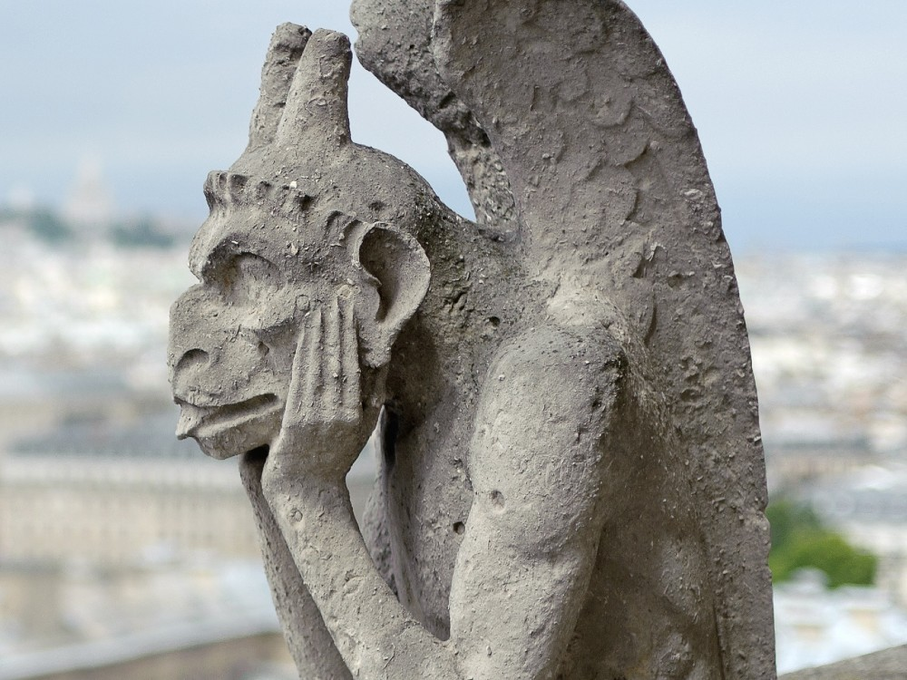 Statue of a strix on the western facade of Notre Dame Cathedral. (By Jawed Karim - Own work, CC BY-SA 3.0, https://commons.wikimedia.org/w/index.php?curid=36206942)