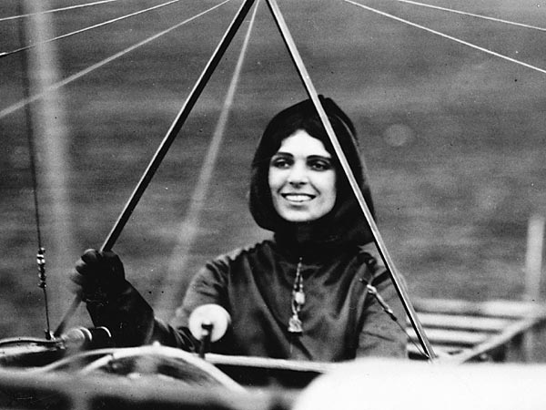 Harriet Quimby in her Blériot monoplane. (Library of Congress Prints and Photographs Division http://loc.gov/pictures/resource/cph.3a35973/)