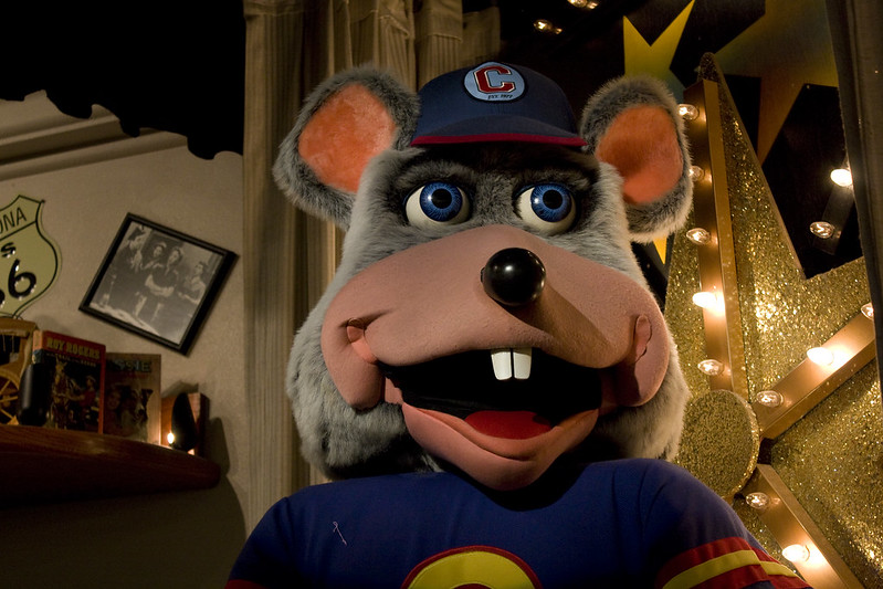 Close up on an animatronic Chuck E Cheese. (Photo by Alejandro Cortes via Flickr/Creative Commons https://flic.kr/p/7pyMgb)