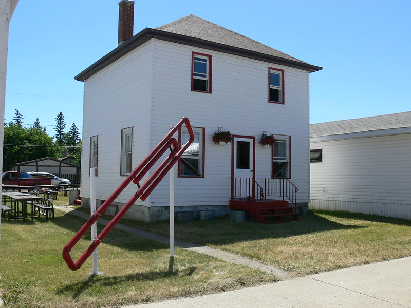 The house Kyle MacDonald traded to get in Kipling, Saskatchewan, with a large red paperclip outside. (Photo by Kyle MacDonald via Flickr/Creative Commons https://flic.kr/p/hVaxu)