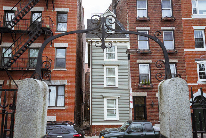 The Skinny House in Boston. (Photo by Scott D via Flickr/Creative Commons https://flic.kr/p/dPBwfP)