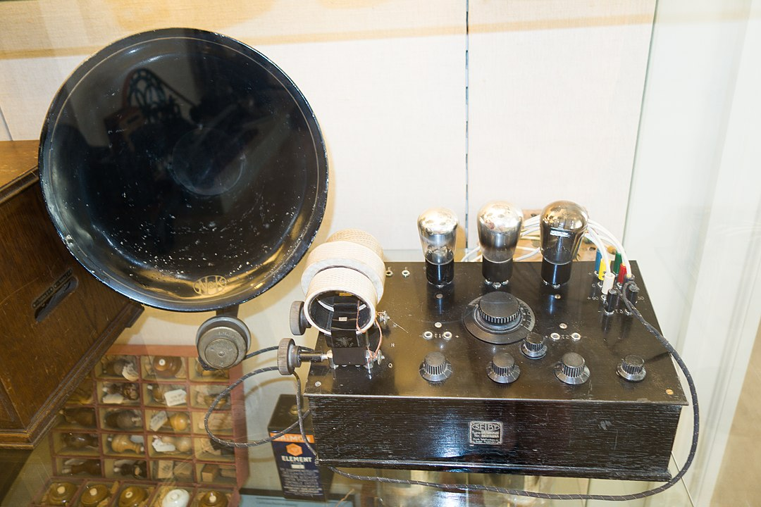 Antique radio transmitter, Eckernfoerde, Germany, 2014. (Photo by Thomas Quine, CC BY 2.0 , via Wikimedia Commons)