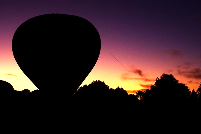 The silhouette of a hot air balloon in front of a sunset - this is not the balloon from the escape flight out of East Germany. (Photo by David Atkinson via Flickr/Creative Commons https://flic.kr/p/6aUU99)